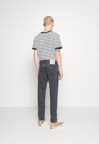 Levi's® - WELLTHREAD 502™ - Straight leg jeans - black denim - 2