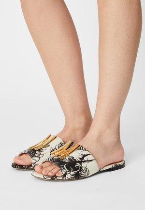 Pantofle - fantasy color