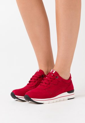 LACE UP - Baskets basses - red