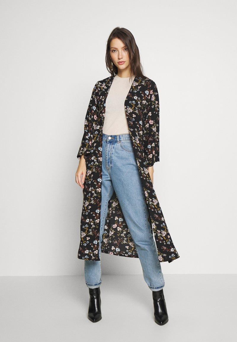 JDY - JOSEPHINE LONG KIMONO - Summer jacket - black/multicolor