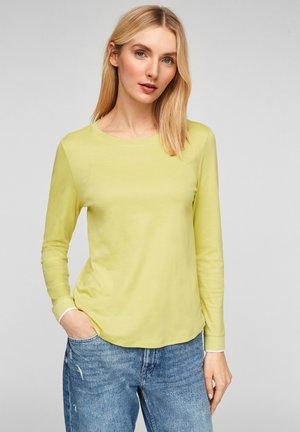 MIT RUNDHALSAUSSCHNITT - Long sleeved top - lime yellow