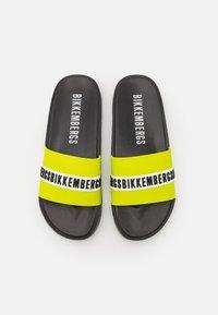 Bikkembergs - ROGER - Pool slides - black/lime - 3