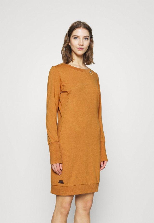 MENITA - Day dress - cinnamon