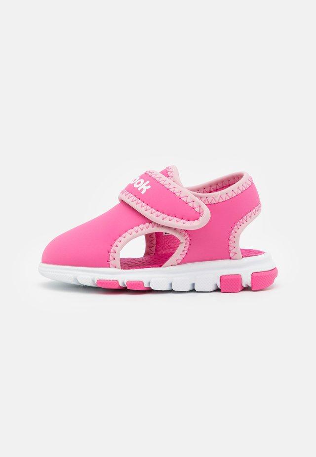 WAVE GLIDER III UNISEX - Walking sandals - kicks pink/classic pink/white