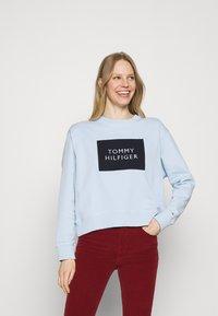 Tommy Hilfiger - RELAXED BOX  - Sweatshirt - breezy blue - 2