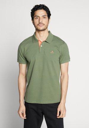 CONTRAST COLLAR RUGGER - Polo shirt - deep lichen green