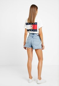 Tommy Jeans - HOT PANT SHORT ADRMR - Denim shorts - light blue denim - 2