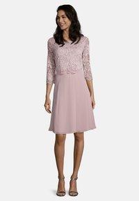 Vera Mont - Cocktail dress / Party dress - foggy rose - 0