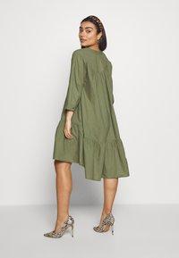YAS Petite - YASMERIAN DRESS PETITE ICONS - Sukienka letnia - four leaf clover - 2