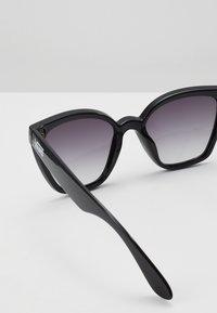 Vans - WM HIP CAT SUNGLASSES - Sunglasses - black - 2