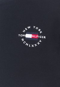 Tommy Hilfiger - CIRCLE CHEST CORP CREWNECK - Sweatshirt - desert sky - 6