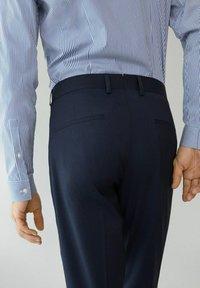 Mango - PAULO - Pantaloni eleganti - dunkles marineblau - 5