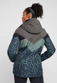 Brunotti - JUNGLEFOWL WOMEN SNOWJACKET - Snowboard jacket - pine grey - 2