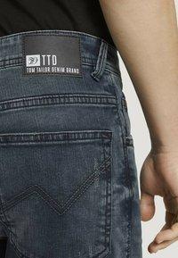 TOM TAILOR DENIM - Denim shorts - blue-black denim - 5