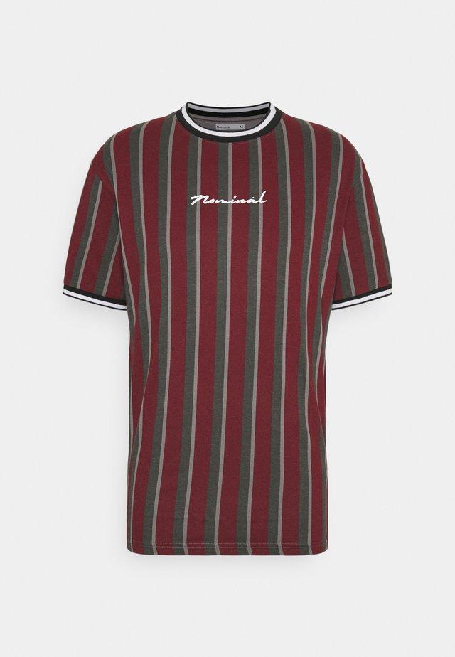 FINLEY - T-shirt med print - burgundy