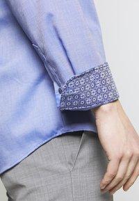 Eterna - HAI-KRAGEN SLIM FIT - Formální košile - royal - 5