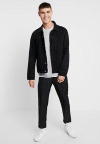 Topman - TEXT CREW - T-shirt - bas - light grey - 1