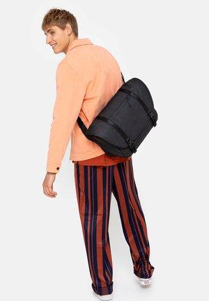 BOSTON - Weekendbag - surfaced black