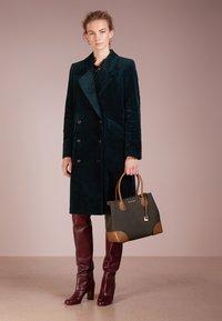 MICHAEL Michael Kors - MERCER CENTER ZIP TOTE - Handbag - brown/acorn - 1
