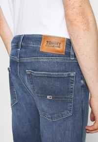 Tommy Jeans - RYAN RELAXED STRAIGHT - Straight leg jeans - hanks dark blue comfort - 5