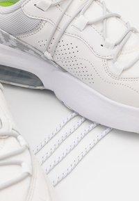 Nike Sportswear - AIR MAX VIVA - Sneakers laag - summit white/platinum tint/grey fog/white/volt - 4