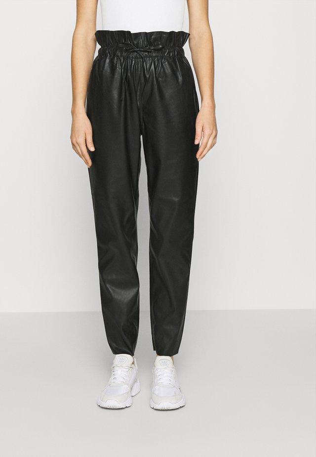 PAPERBAG TROUSER - Pantalones - black