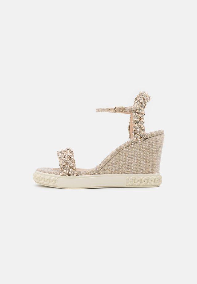 Sandales à plateforme - platino/gold