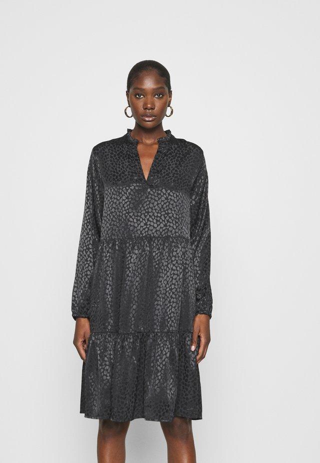 DENORA EDA DRESS - Vapaa-ajan mekko - black