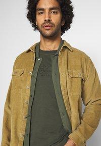 Calvin Klein Jeans - ACID WASH TEE - T-shirt basic - deep depths - 3