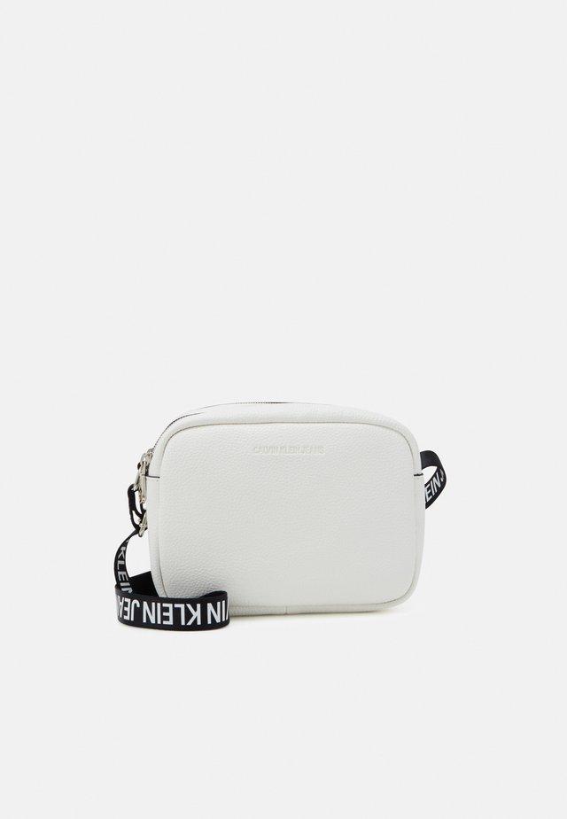 DOUBLE ZIP CAMERA BAG - Across body bag - white