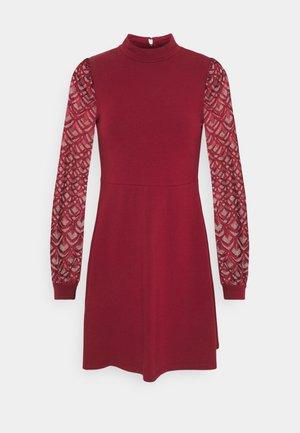 ONLMILLE LIFE MIX DRESS - Robe en jersey - pomegranate