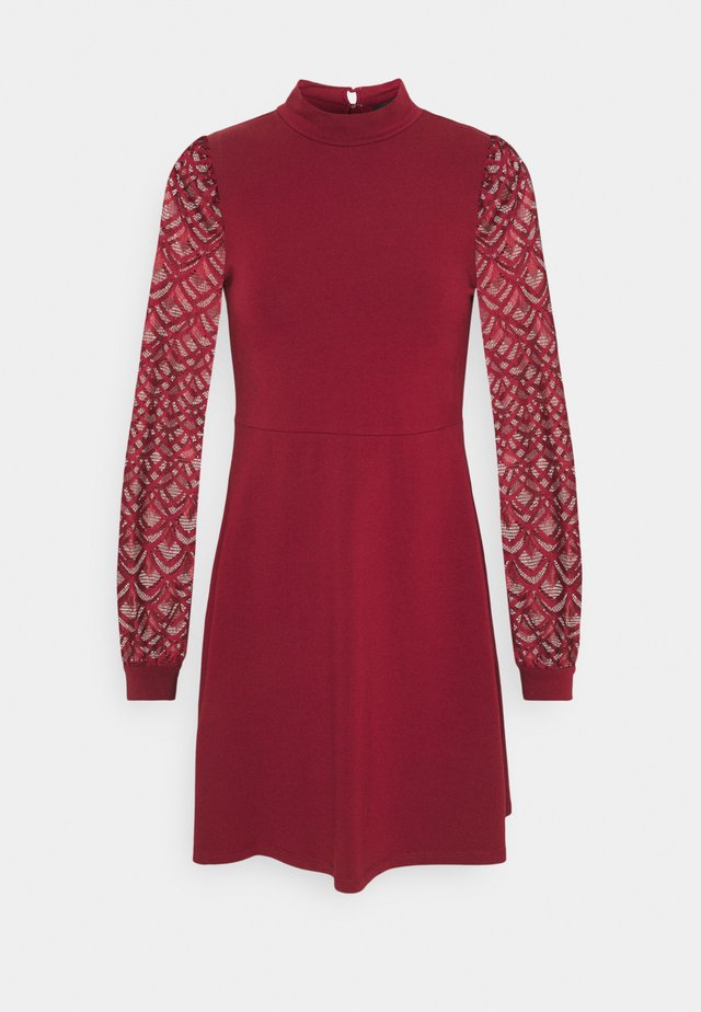 ONLMILLE LIFE MIX DRESS - Jerseykjole - pomegranate