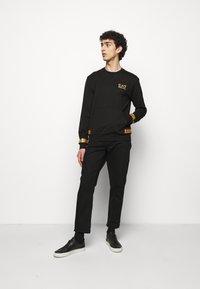 EA7 Emporio Armani - Sweatshirt - black/gold - 1