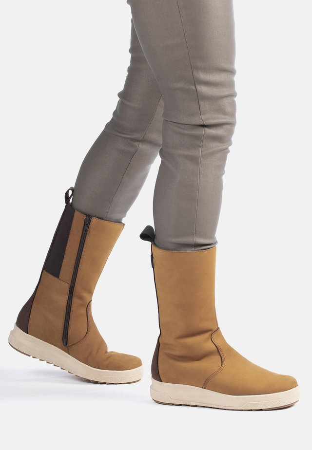 UTU - WINTER BOOTS - Snowboots  - tan