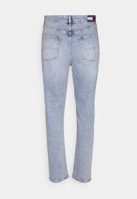 Tommy Jeans - DAD JEAN REGULAR TAPERED - Jeans straight leg - denim - 7