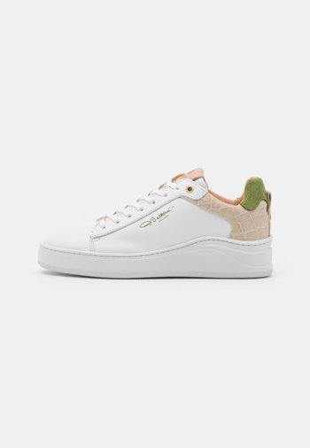 Trainers - white/green
