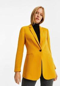 WE Fashion - MET STRUCTUUR - Blazere - ochre yellow - 4