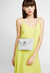Dorothy Perkins - SHELL - Clutches - silver - 1