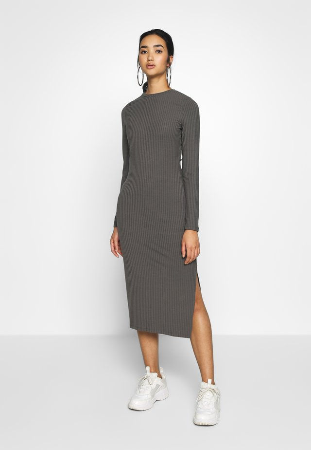 SLIT DRESS - Etui-jurk - grey