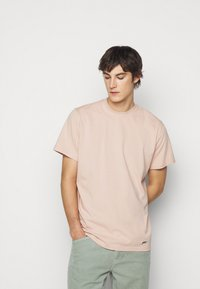 ARKK Copenhagen - BOX LOGO TEE - Basic T-shirt - rose dust - 3