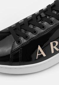Armani Exchange - Sneakersy niskie - black/white - 5