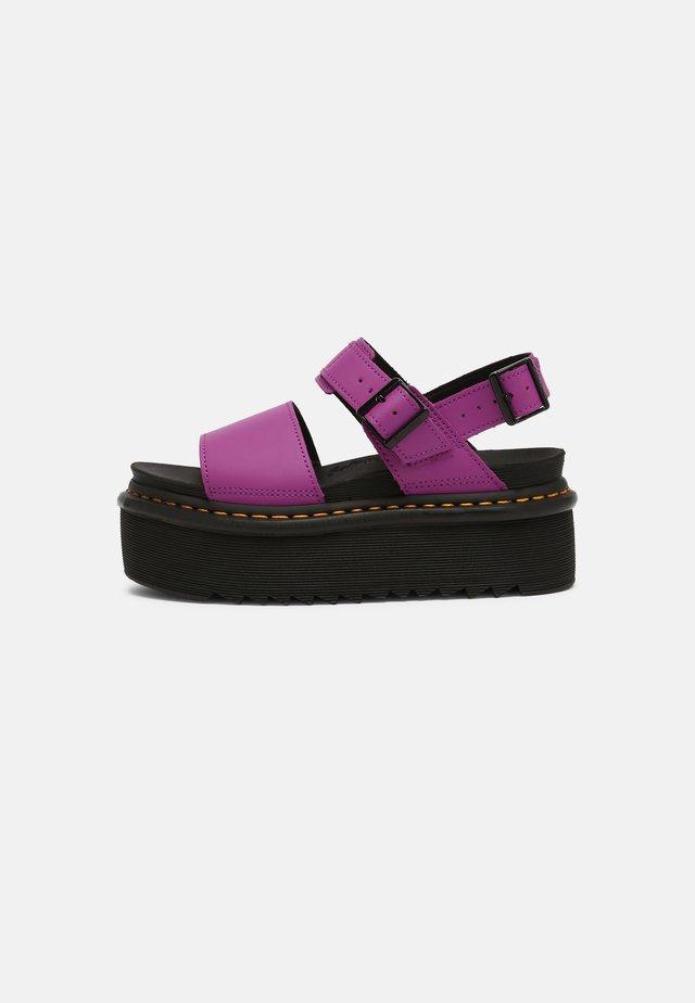 VOSS QUAD - Sandalias con plataforma - bright purple