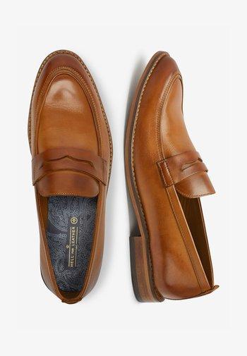 TAN CONTRAST LOAFERS - Scarpe senza lacci - brown