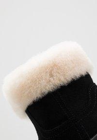 UGG - JORIE - Baby shoes - black - 2