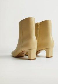 Violeta by Mango - LARA - Classic ankle boots - ecru - 2