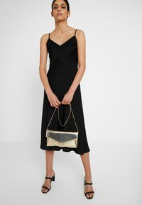 Dorothy Perkins - RING - Clutch - gold - 1