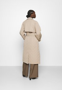 Selected Femme - SLFNINNA QUILTED  - Trenchcoat - silver mink - 2
