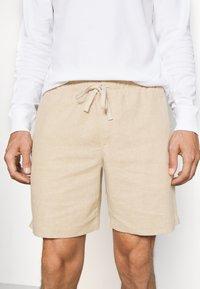 Banana Republic - CORE TEMP EASY - Shorts - sand/khakiglobal - 5
