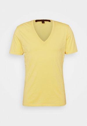 QUENTIN - Basic T-shirt - yellow
