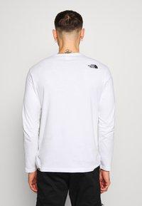 The North Face - SHOULDER LOGO TEE - Bluzka z długim rękawem - white - 2